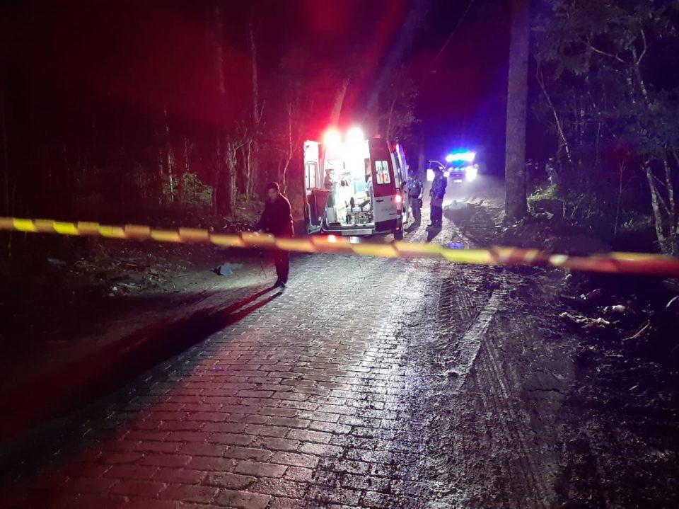 Dupla foi encontrada morta com tiros na cabeça (Foto: Daniela Sevieri – Banda B)