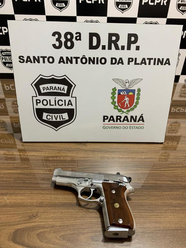 Polícia Civil encontra pistola em casa de homem investigado por violência doméstica