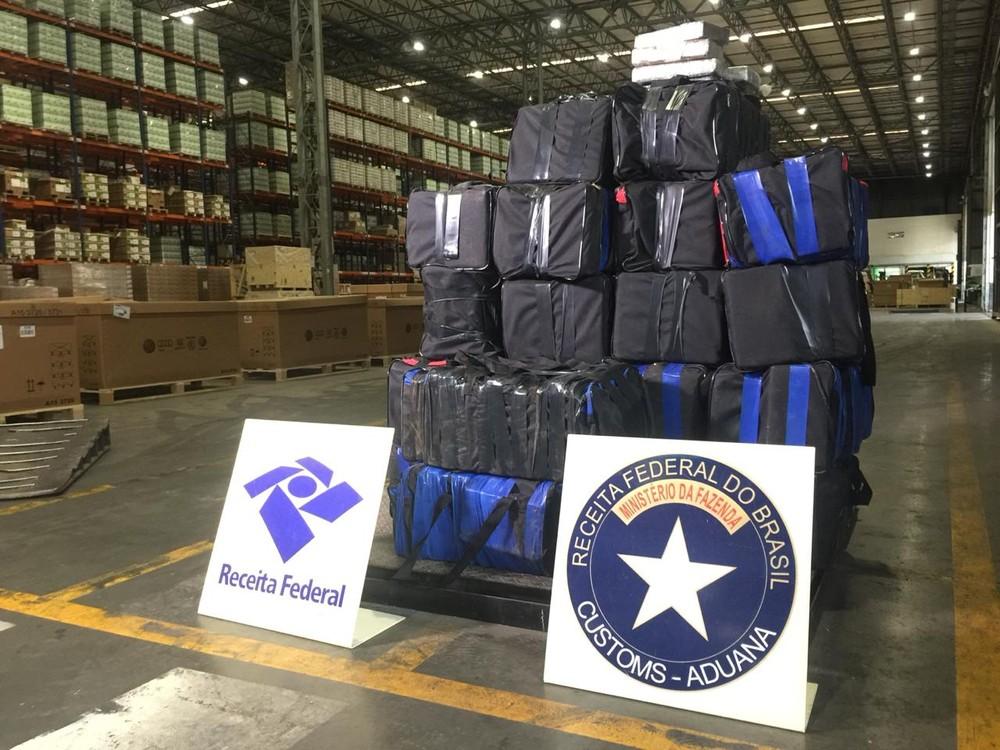 A droga estava em malas escondidas dentro de um contêiner com destino ao Porto de Roterdã. — Foto: Reprodução/RPC