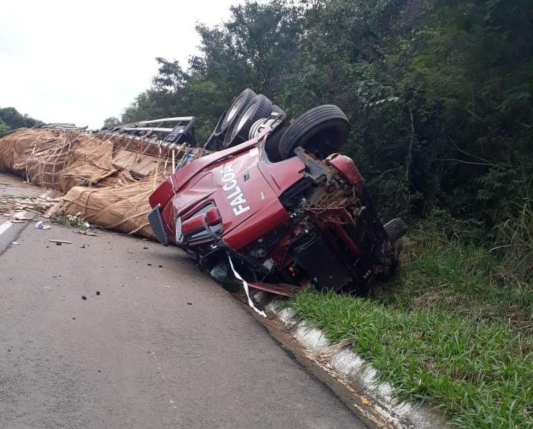 Identificadas vítimas de acidente entre carro e carreta na BR-153